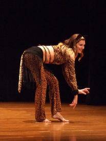 Naomi dances to Piper's Stray Cat choreography at Belly Dance Magic 2007 399R