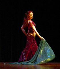 Piper's lyrical and dynamic veil dancing at Belly Dance Magic 2007 3052D