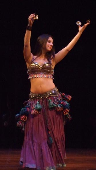 Stephanie dances with the Daughters of Rhea at Belly Dance Magic 2007